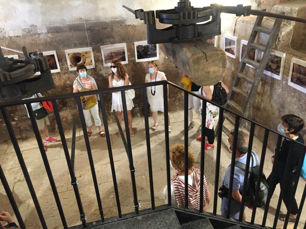 """Visitantes en el Centro de Interpretación de los barrios de Bodegas de Dueñas """"amilia Cabeza"""""""