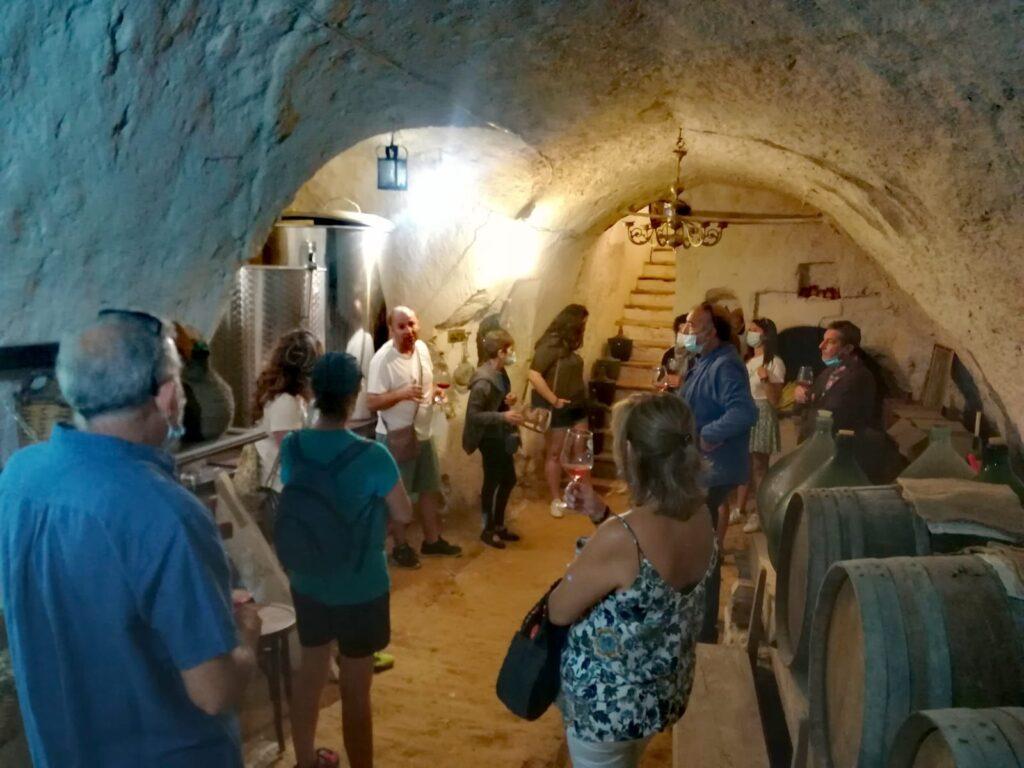 Bodega donde se elbora un vino natural de forma tradicional.